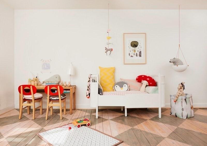 Раздвижная кровать на вырост часто встречается в детских спальнях скандинавского стиля.