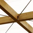 Поднимаемая стена-крыша над террасой сохраняет геометрические пропорции благодаря растяжкам.