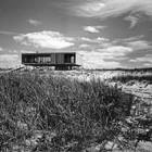 Модернистский дом на песчаных дюнах. (фасад,1950-70е,середина 20-го века,медисенчери,медисенчери модерн,средневековый модерн,модернизм,mcm,пляжный,архитектура,дизайн,экстерьер)