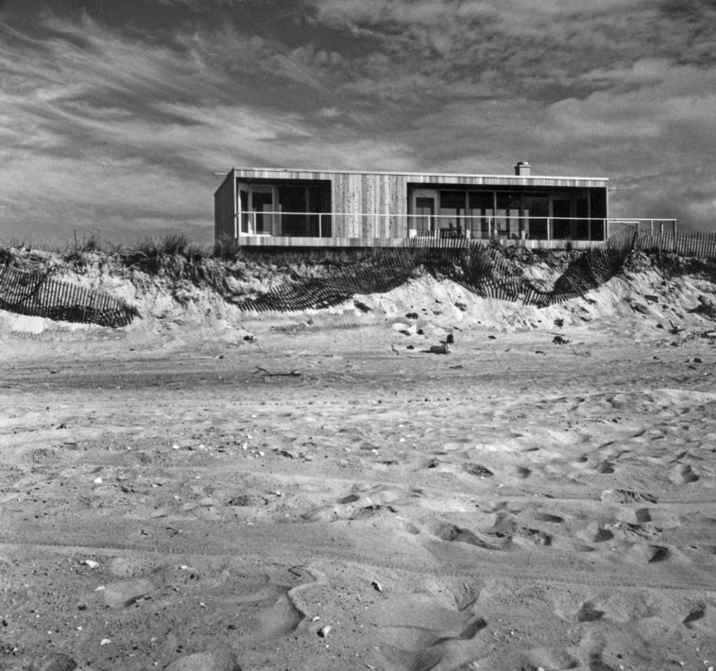 Модернистский дом Ричарда Мейера в дюнах.