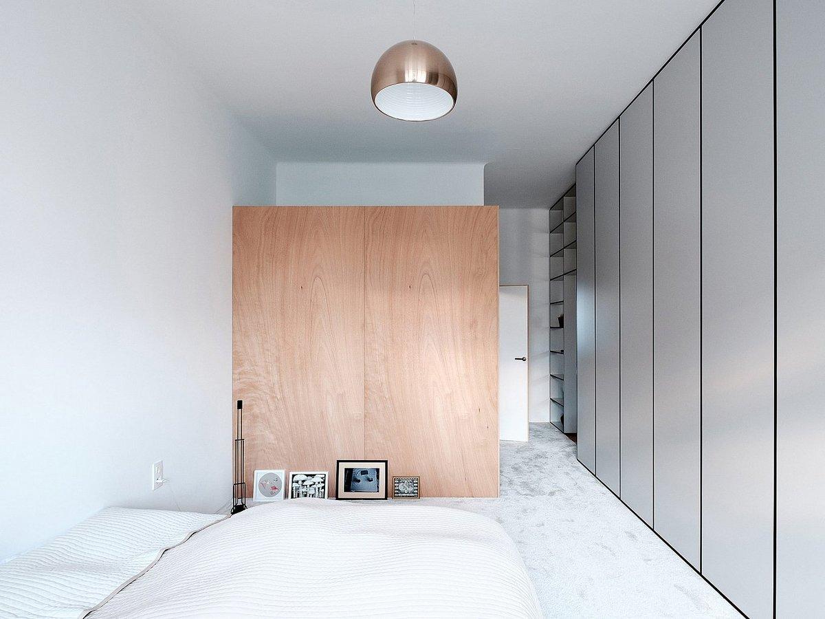 В спальне царит еще больший минимализм, чем гостиной.