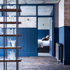 Спальня, как цех, отделена перегородкой со стеклянными окнами сверху. (индустриальный,лофт,винтаж,стиль лофт,индустриальный стиль,интерьер,дизайн интерьера,мебель,архитектура,дизайн,экстерьер,квартиры,апартаменты,спальня,дизайн спальни,интерьер спальни,фото спальни,мебель для спальни,кровать,гостиная,дизайн гостиной,интерьер гостиной,мебель для гостиной,фото гостиной,идеи гостиной)
