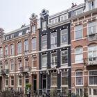 Фасад дома 1890-х годов постройки в котором находится квартира. (квартиры,апартаменты,мебель,интерьер,дизайн интерьера,архитектура,дизайн,экстерьер,современный,1950-70е,середина 20-го века,медисенчери,медисенчери модерн,модерн,средневекоый модерн,модернизм,mcm)