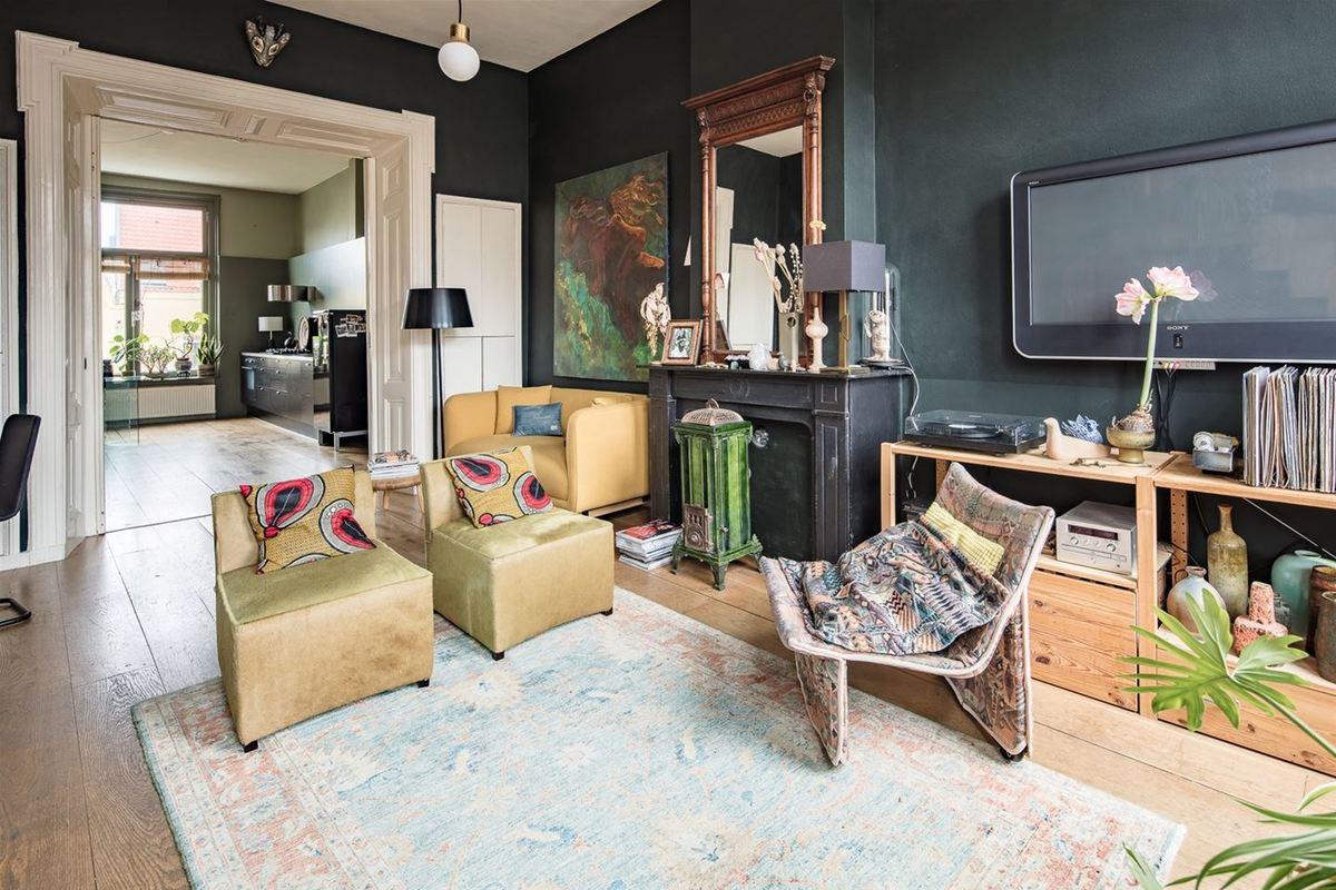 Масса винтажных элементов декора из разных эпох образуют индивидуальную атмосферу квартиры