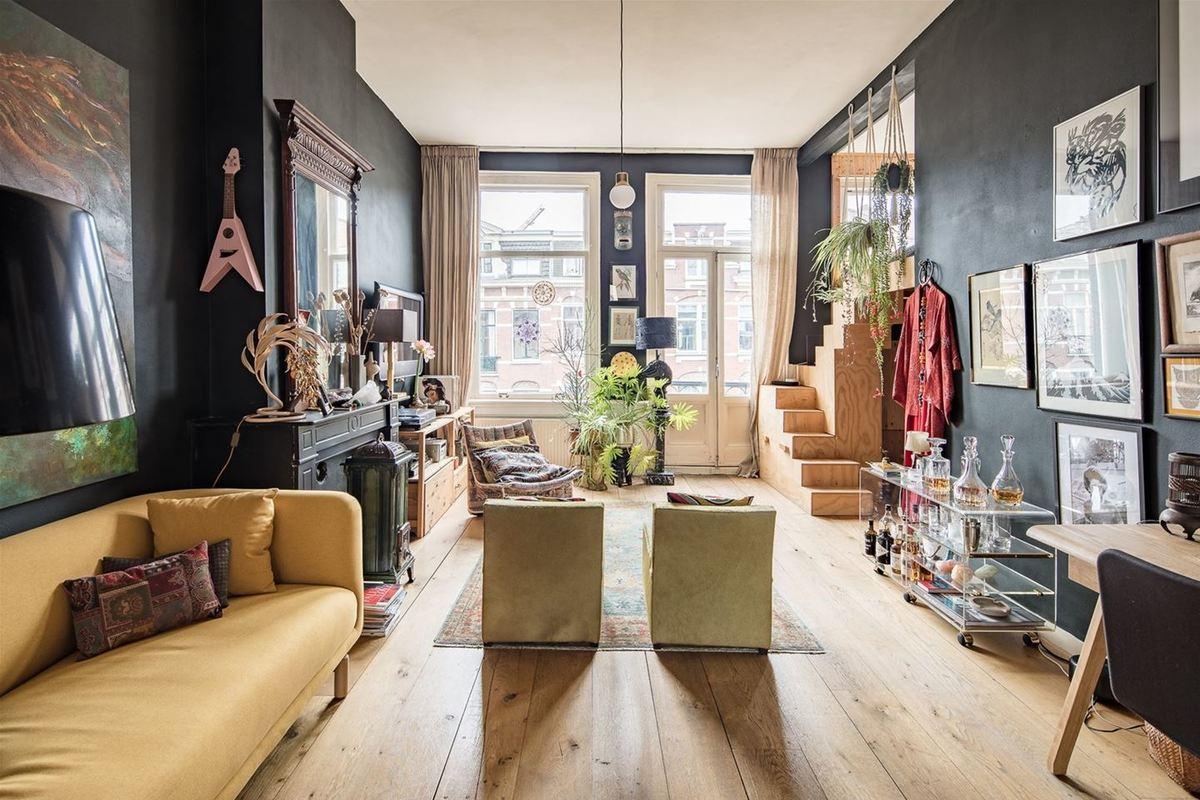 Просторная светлая гостиная позволяет легко по настроению менять расстановку мебели.