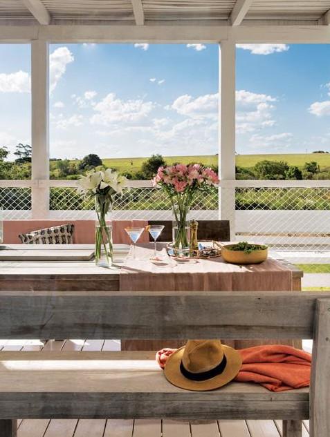 Благодаря теплому климату терраса служит столовой на свежем воздухе большую чать года