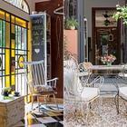 Железные ворота имитируют оригинальный дом, а желтое стекло оживляет интерьер. (кухня,дизайн кухни,интерьер кухни,кухонная мебель,мебель для кухни,фото кухни,мебель,интерьер,дизайн интерьера,индустриальный,лофт,винтаж,стиль лофт,индустриальный стиль)