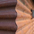 Фасад - покрытые патиной профилированные листы.