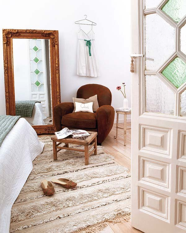 Хороший стиль - это не всегда дорогие авангардные вещи. Чаще всего достаточно старой винтажной близкой сердцу мебели.