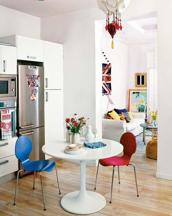 Кухня и столовая не разделены дверью. Кухня содержит все что необходимо для повседневной жизни.