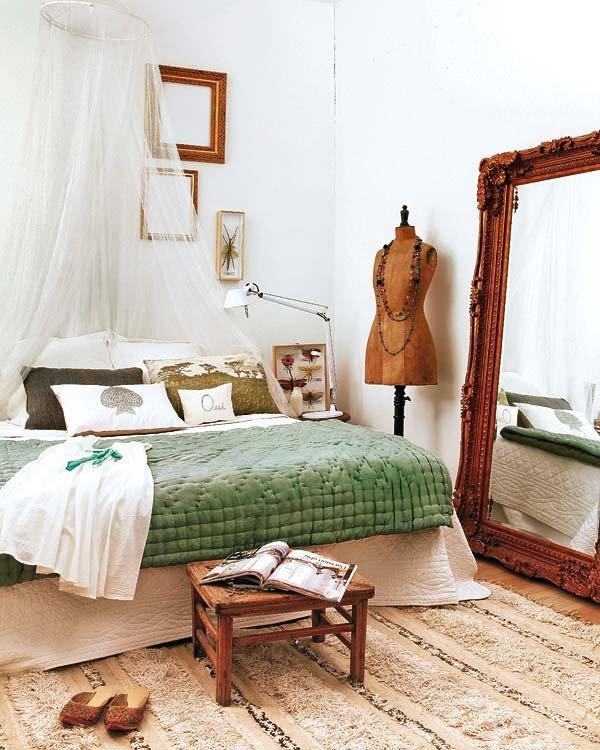 Уютная и комфортная для отдыха спальня ближе к средиземноморскому стилю.