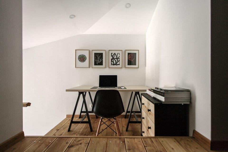 Дизайн домашнего офиса на антресоли.