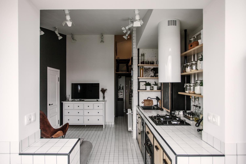 Когда кухня одновременно служит и гостиной, важно чтобы сама кухня выглядела стильно.