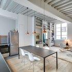 Стулья братьев Имз, как всегда, идеально сочетаются как со сдержанной современными кухонными фасадами, так и с обеденным столом из профильной трубы.