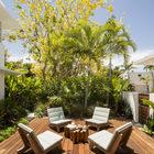 Боковая терраса с мебелью бразильского дизайнера Карлоса Маттой. Фото: Макс Замбелли