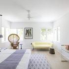 Гостевая спальня с несколько игривой атмосферой в стиле арт-деко. Фото: Макс Замбелли