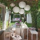 Одно из идеальнейших мест для обеденного стола на лето - это тень старого винограда у дома.
