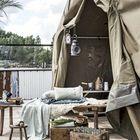 Шатер или палатка могут защитить от дождя и солнца, а также стать необычным элементом декора для террасы.