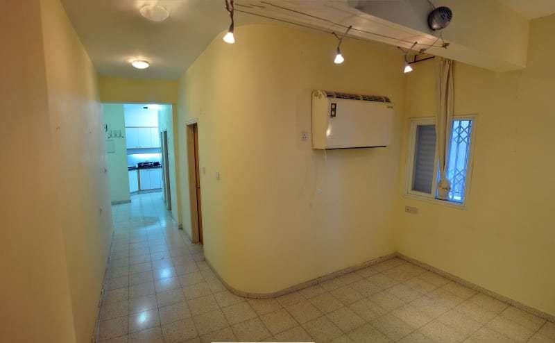 До реконструкции кухня располагалась в противоположной от гостиной части квартиры