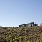 Боковые стены, до некоторой степени, должны защитить террасу от сильных прибрежных ветров.