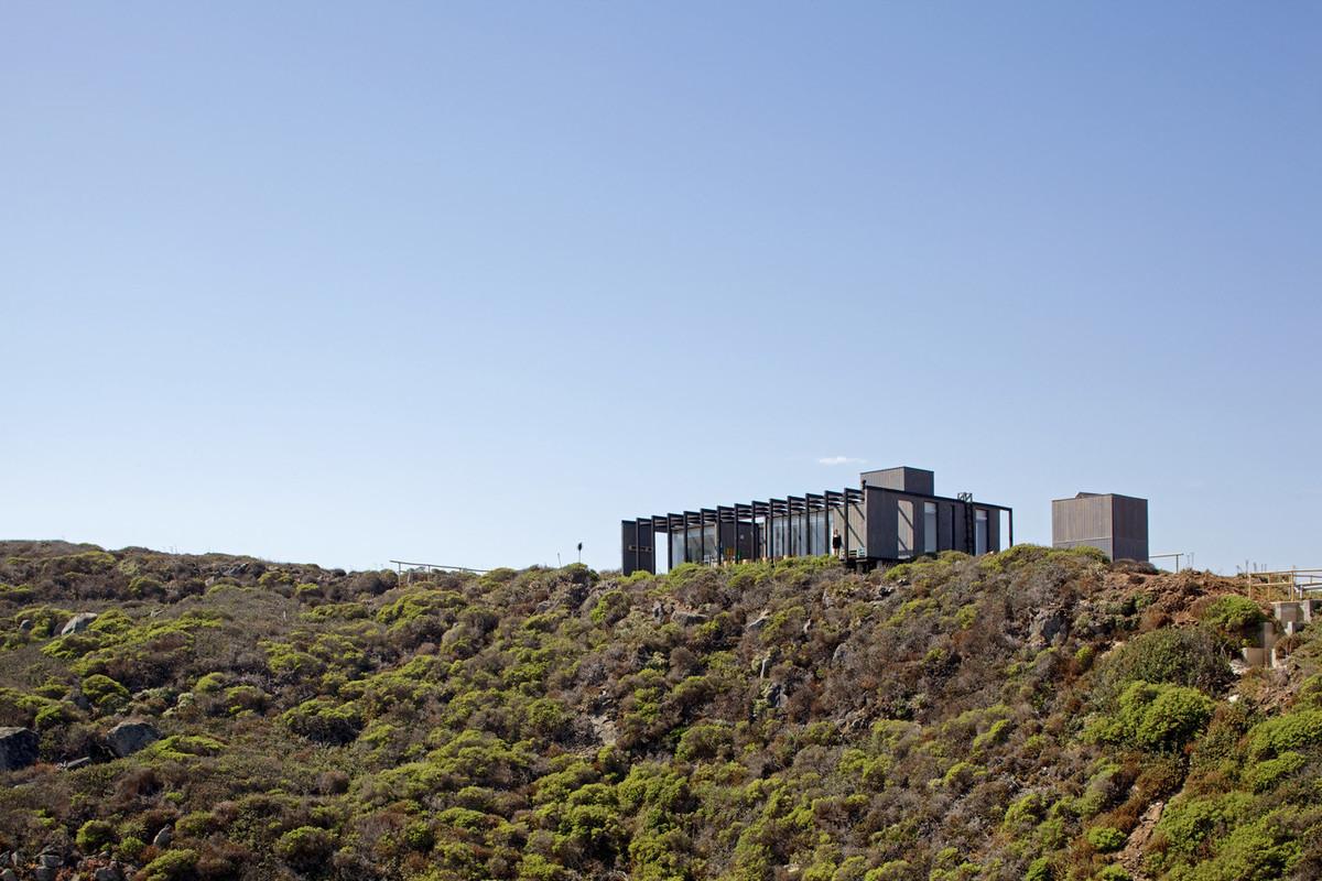 Боковые стены, до некоторой степени, должны защитить террасу от сильных прибрежных ветров