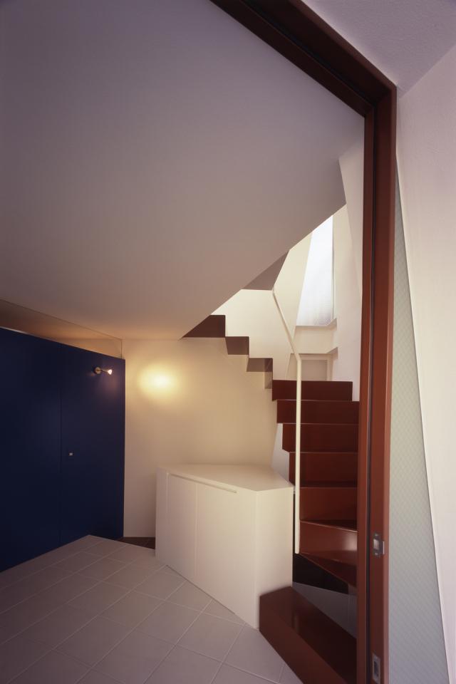 Вход и лестница