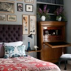 Элегантный дизайн спальни человека неравнодушного к живописи.