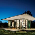 Дачный дом великолепно смотрится в вечернее время. (маленький дом,мебель,интерьер,дизайн интерьера,архитектура,дизайн,экстерьер,минимализм)