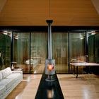 Если в дачном доме необходима приватность, то стены-ставни можно поднять. (маленький дом,мебель,интерьер,дизайн интерьера,архитектура,дизайн,экстерьер,минимализм)