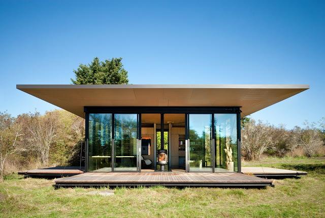 Пожалуй каждый хочет извлечь максимум из окружающей дом природы. Панорамное остекление является лучшим, но смелым решением
