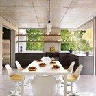Минималистская кухня с темными нижними шкафчиками и открытыми полками сверху. Видимо приятно готовить на кухне с такой площадью остекления наслаждаясь живописным садом.