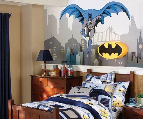 Бэтмен уже не так популярен, но тематические фото обои могут преобразить детскую вашего ребенка.
