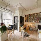 Без лишних стен жилая комната ощущается просторной и светлой. (квартиры,апартаменты,интерьер,дизайн интерьера,мебель,современный,кухня,дизайн кухни,интерьер кухни,кухонная мебель,мебель для кухни,фото кухни,гостиная,дизайн гостиной,интерьер гостиной,мебель для гостиной,фото гостиной,идеи гостиной,столовая,дизайн столовой,интерьер столовой,мебель для столовой,фото столовой,идеи столовой)