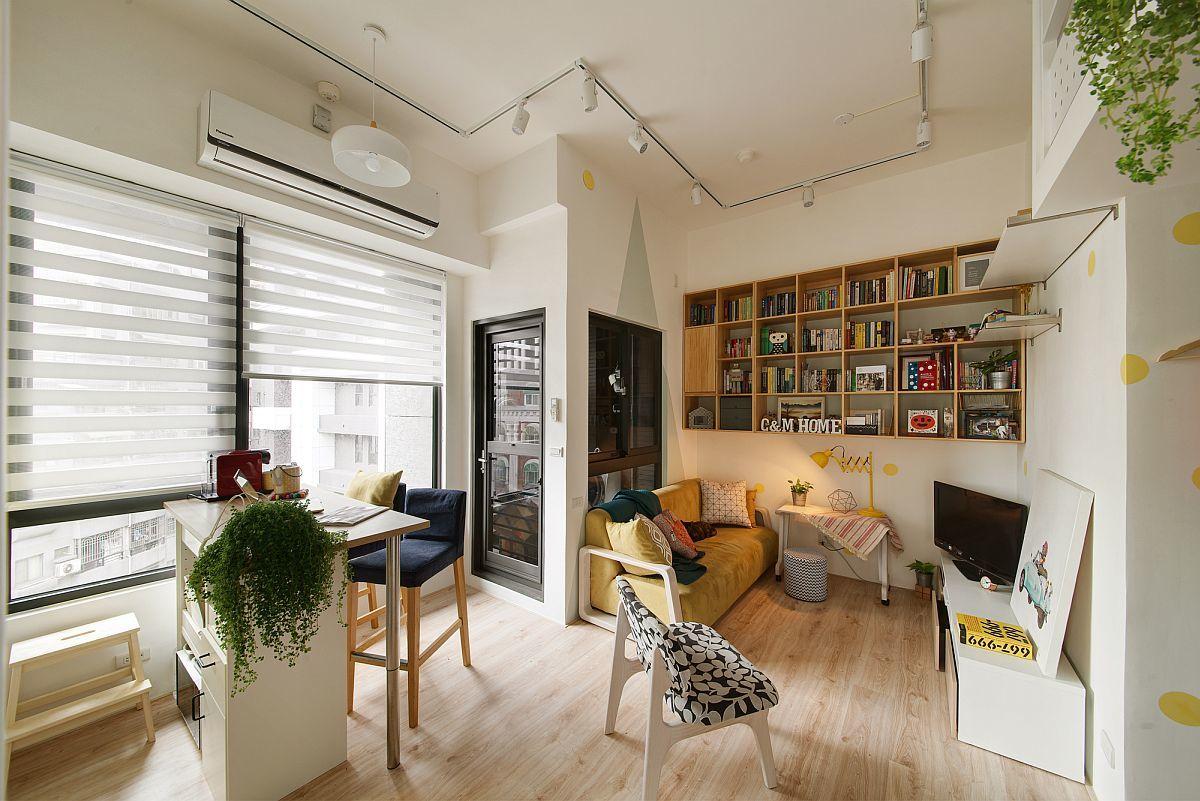 Без лишних стен жилая комната ощущается просторной и светлой