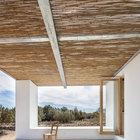 Терраса традиционно для данной местности крыта тростником. Большую часть года она служит дополнительной комнатой на свежем воздухе.