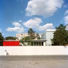 Вид на комплекс строений с крыши соседнего здания - старое здание заправки и новое ультра-современное составляют гармонию двух эпох.