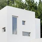 Причудливые окна дома. (фасад,архитектура,дизайн,интерьер,экстерьер)