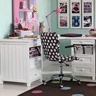 Эклектичное и женственное рабочее место для девочки школьницы.
