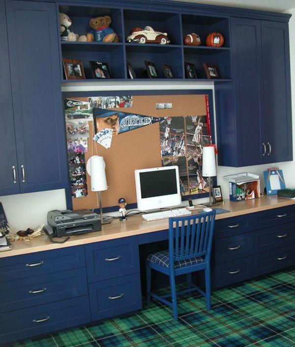 Абсолютно взрослый домашний офис в детской с синими шкафами и полкой-столешницей во всю стену.