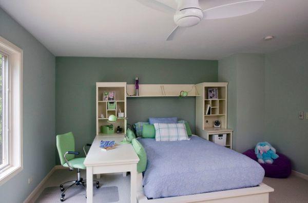 Учебный который всегда рядом с кроватью. Учебники и книги всегда под рукой, да и просто удобно для маленькой детской.