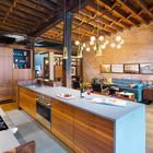 Кухня является частью жилой комнаты, что достаточно распространено в лофтах. И кухня занимает значительную часть комнаты.