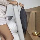 В изголовье даже хватит места для хранения декоративных подушек или покрывала
