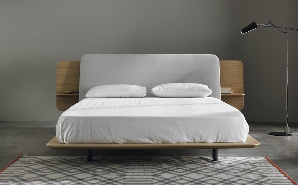 Крышка спинки кровати может иметь разную отделку, например тканевую
