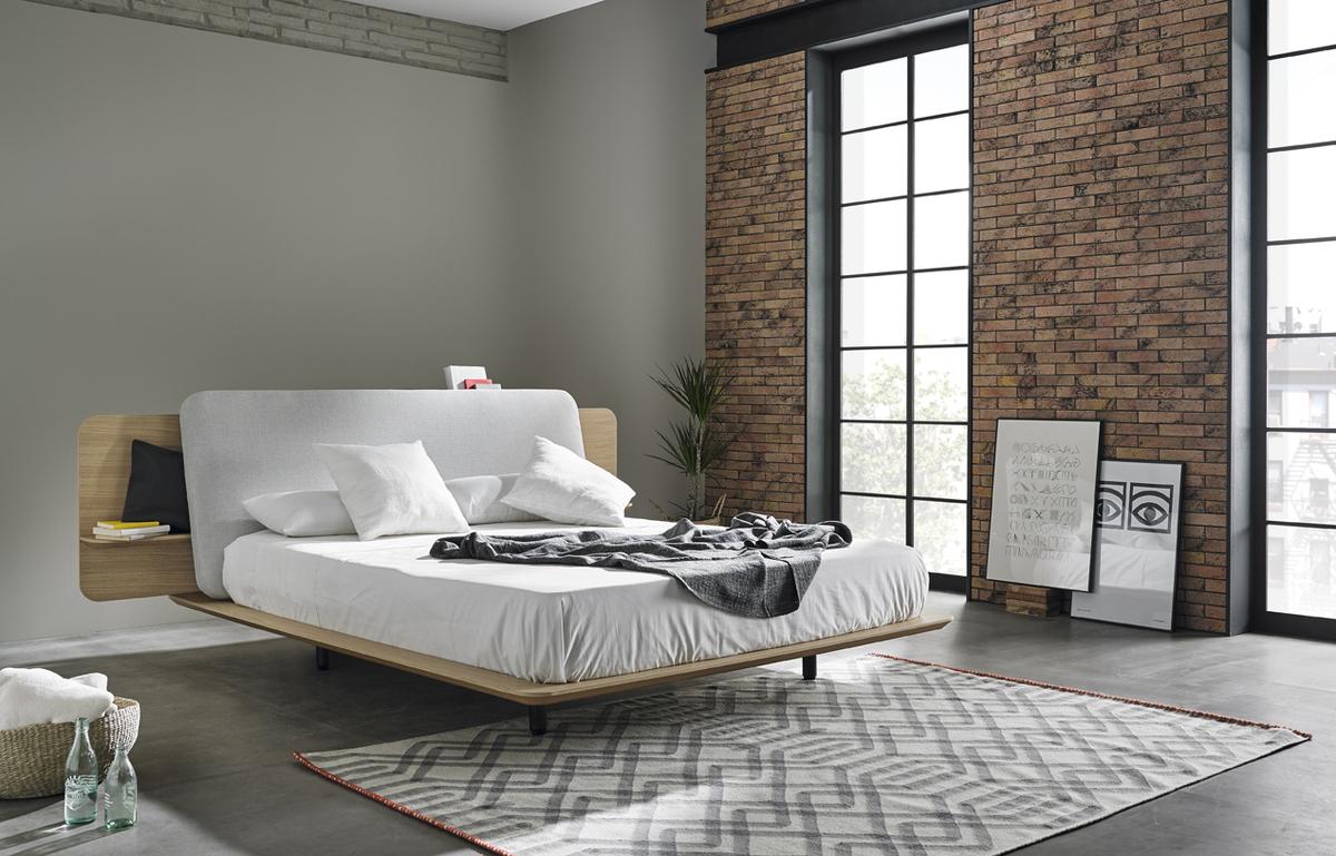 Минималистский дизайн кровати позволяет использовать ее в любом современном интерьере