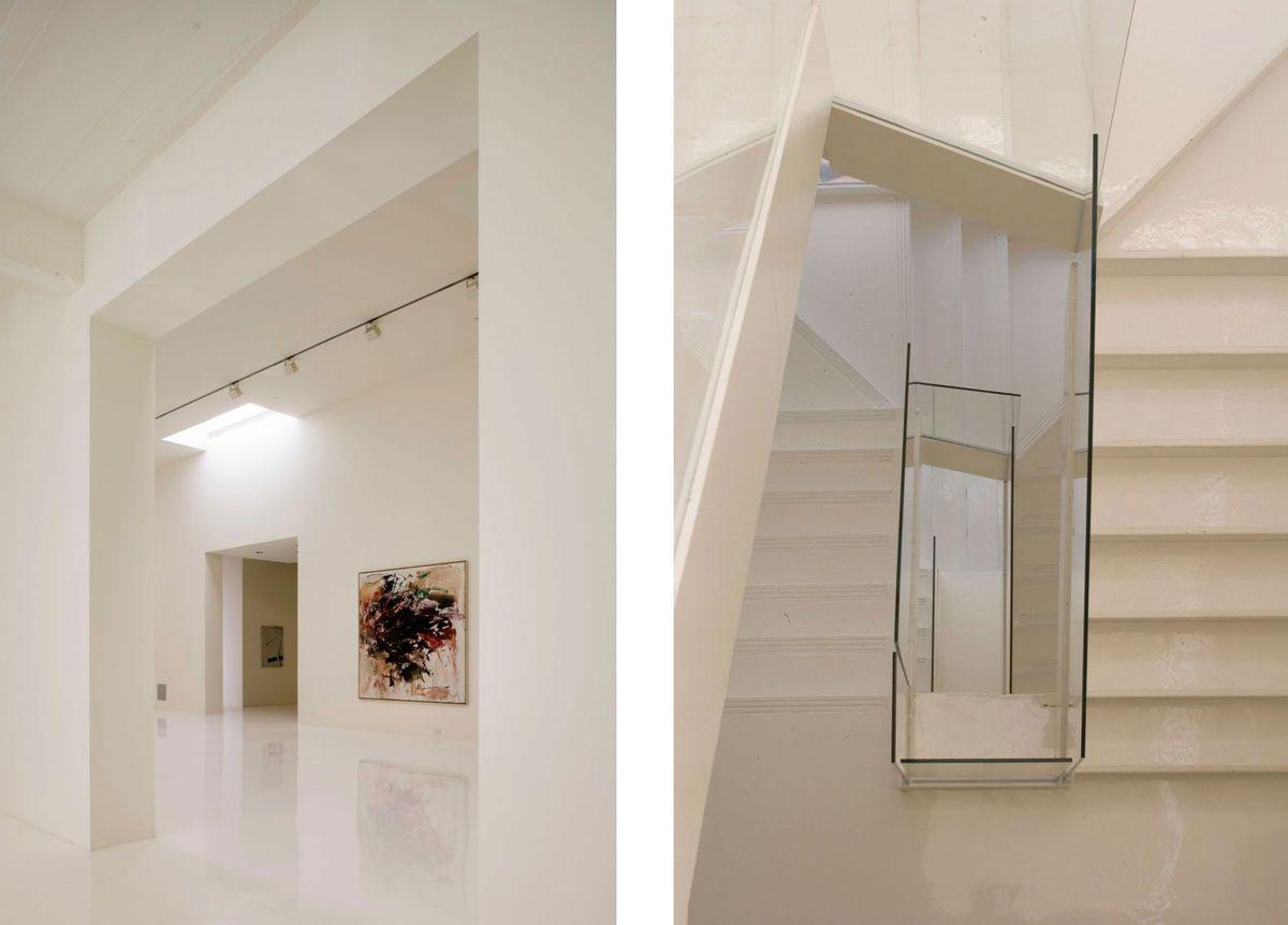Галерея и лестница соединяющая разные уровни квартиры.