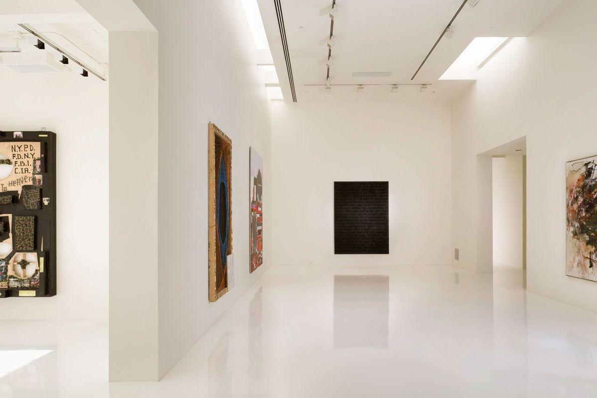 Художественная галерея на верхнем уровне квартиры.