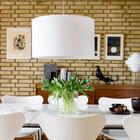 Столовая примыкает непосредственно к кухне, поэтому цвета столовой, в значительной степени, перекликаются с цветами отделки кухни.
