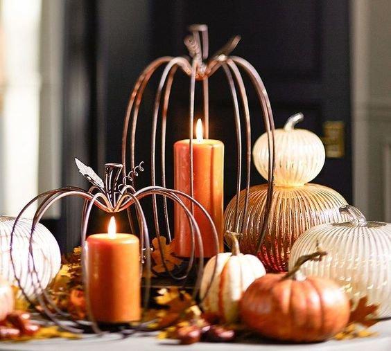 Элегантные кованные тыквы со свечками внутри. Они отлично смотрятся как отдельно так и в композиции