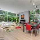 Открытое пространство жилой комнаты включает гостиную, столовую и кухню.