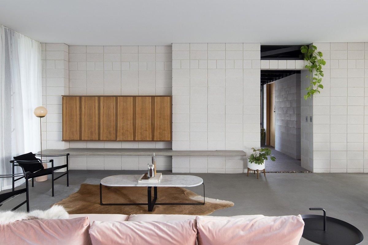 Элегантная минималистская гостиная - часть жилой комнаты.